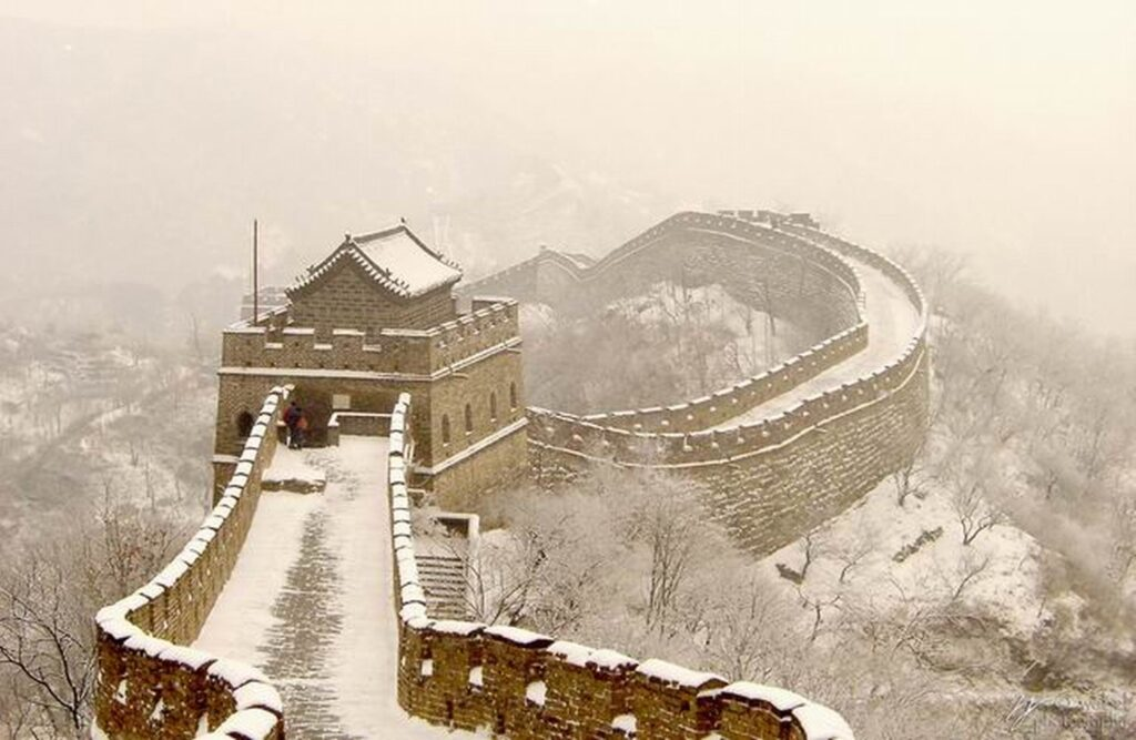 great wall of china essay introduction The great wall of china served as a foundation for prosperity in china to advance to its fullest potential it was first built on the order of the first emperor, ch'in shih-huang (221-201 bc) who was believed to be the first to unify china the next subsequently dynasties added on to the wall.