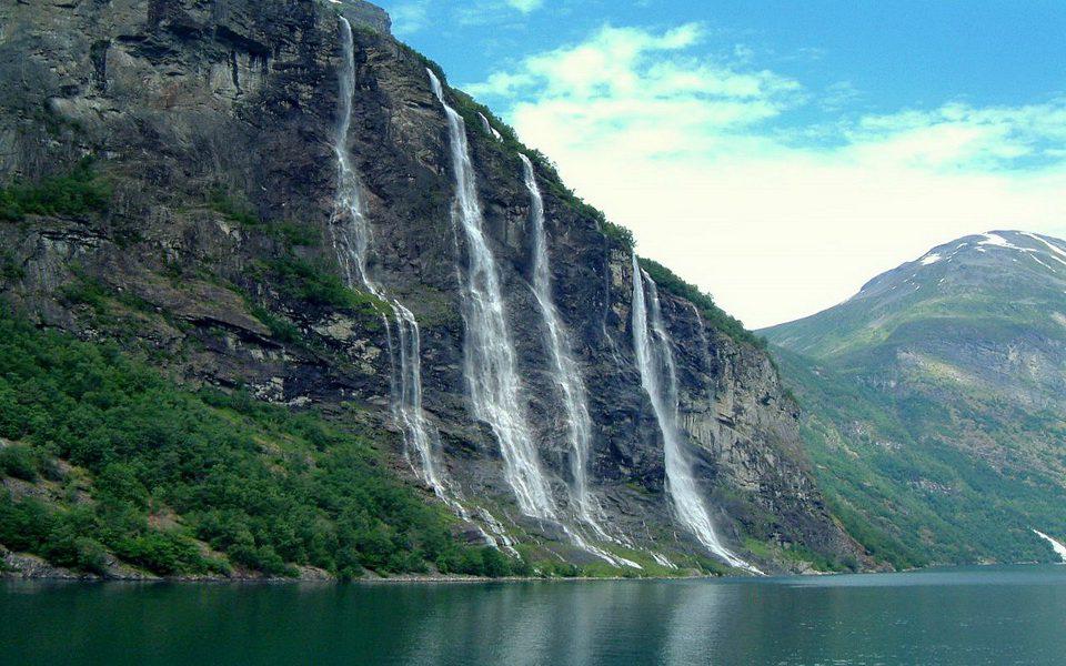 Гейрангер-фьорд водопад 7 сестер