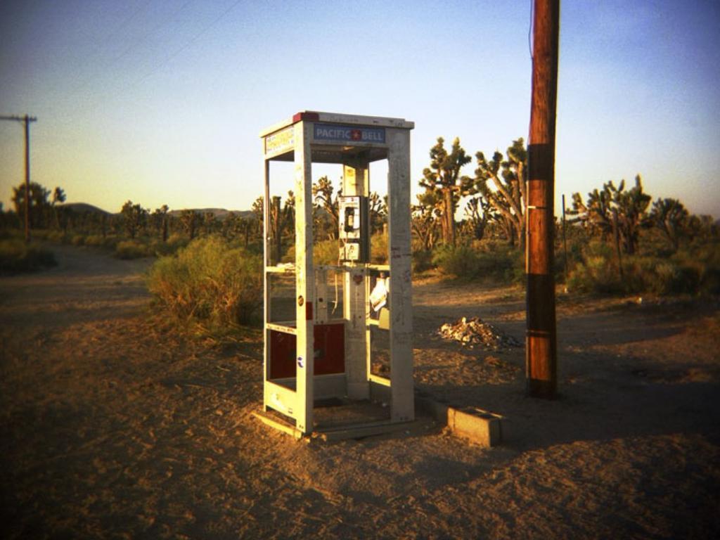 пустыня мохаве телефонная будка