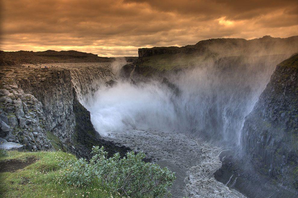 Деттифосс водопад в Исландии