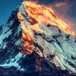 Гора Джомолунгма в Гималаях — холодная и неприступная (15 фото)