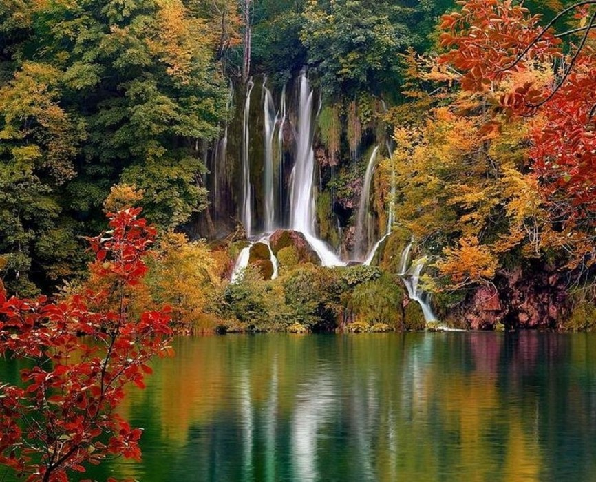 Плитвицкие озёра осенью