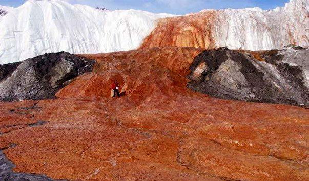 кровавый водопад в Антарктиде фото
