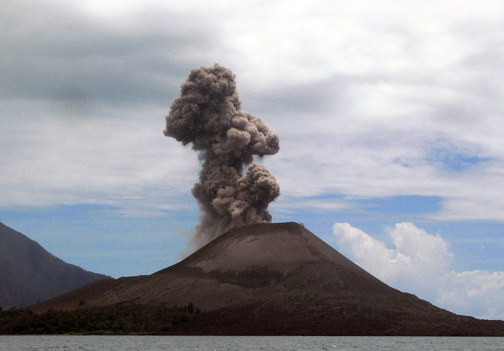 Вулкан Кракатау фото