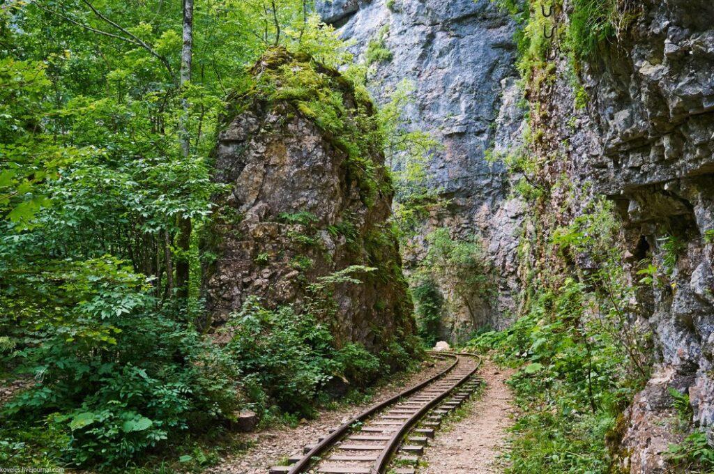 Гуамское ущелье железная дорога