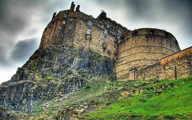 Эдинбургский замок Шотландия