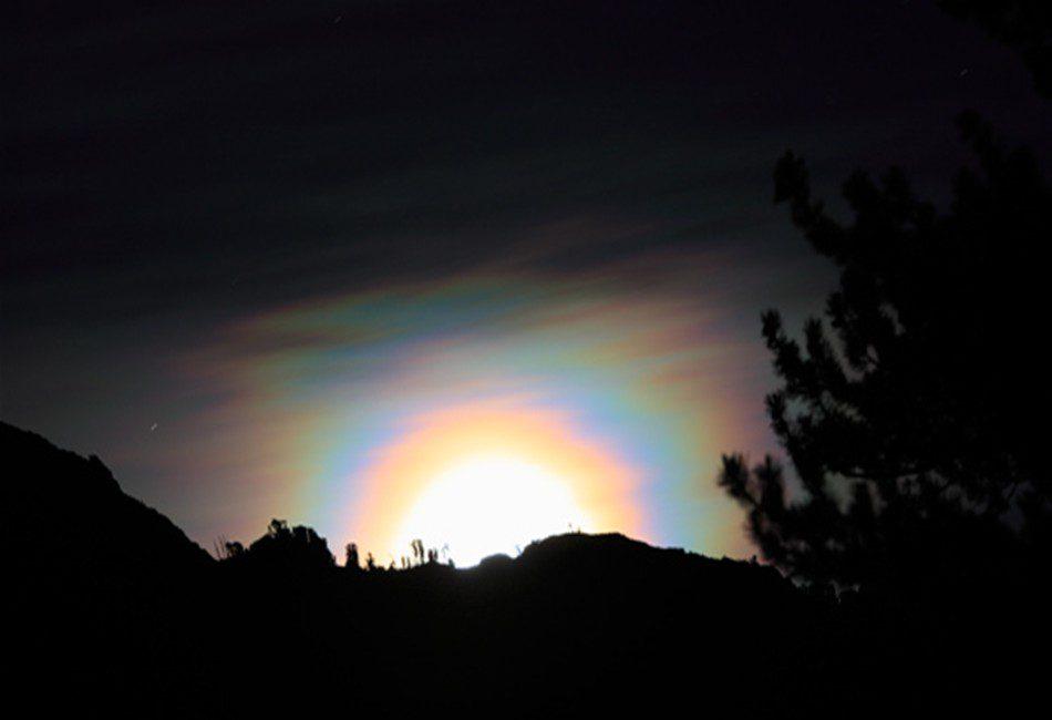 лунная радуга на фото