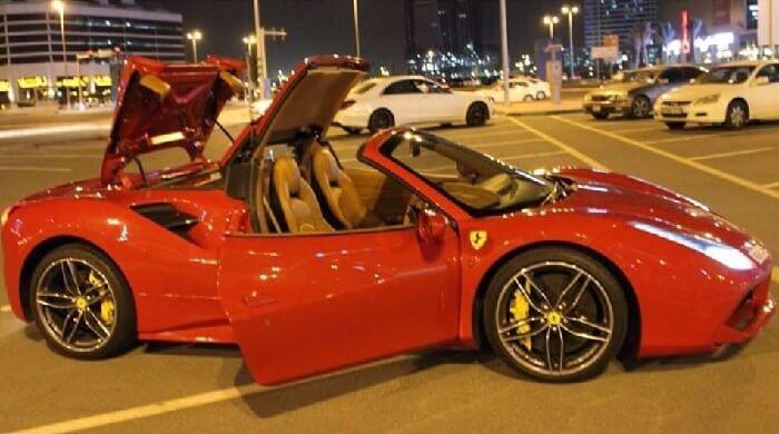 Феррари в Дубаи фото