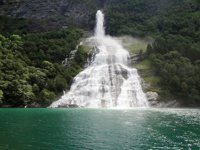 Гейрангер-фьорд норвегия фото