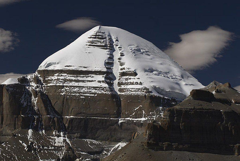 Гора Кайлас свастика фото