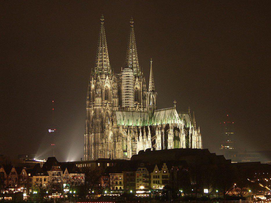кельнский собор фото ночью