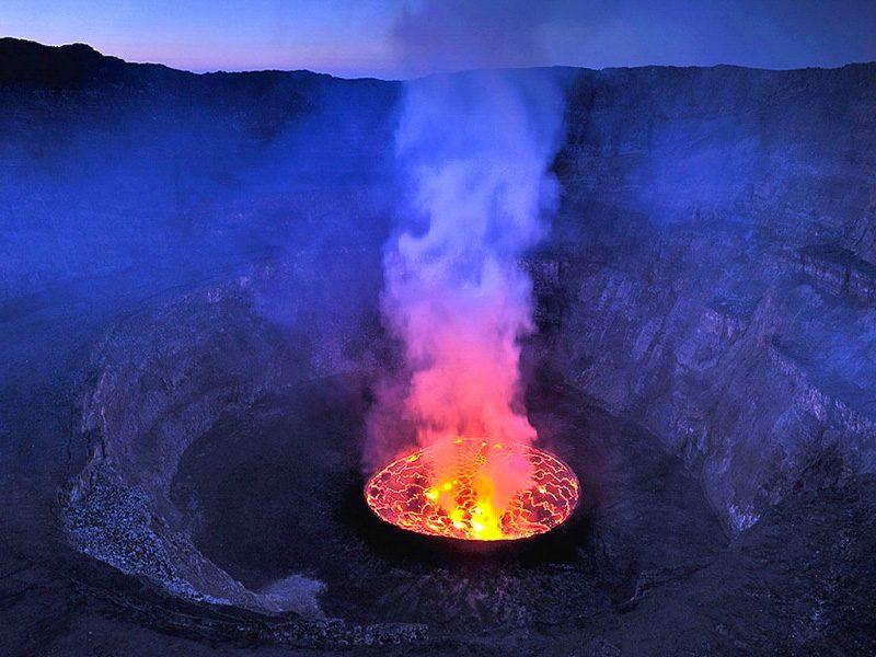 вулкан Ньирагонго - лавовое озеро