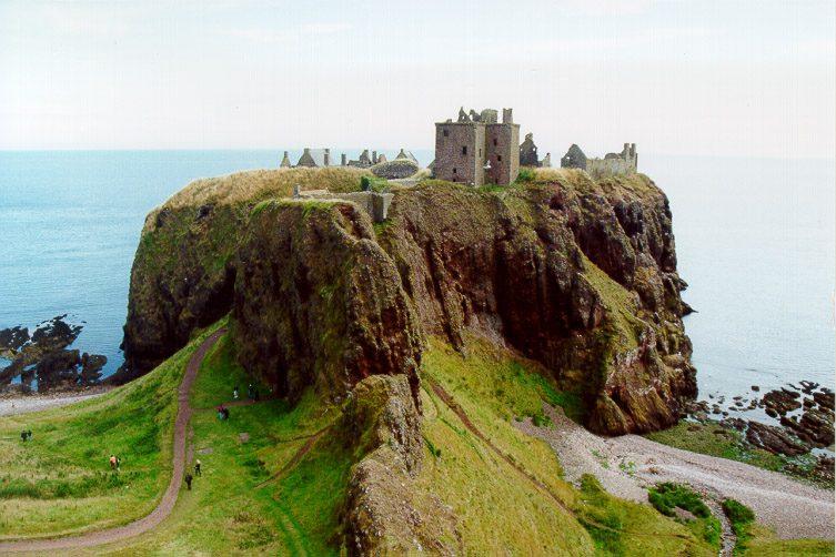 Замок Данноттар фото