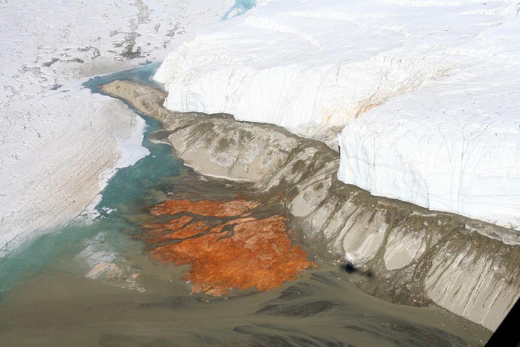 кровавый водопад Антарктида фото