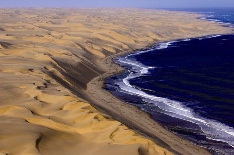 пустыня Намиб и океан