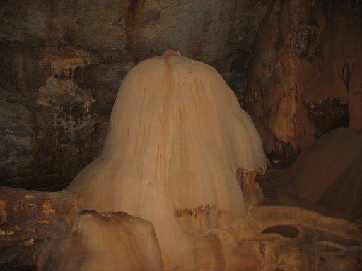 Мраморная пещера внутри