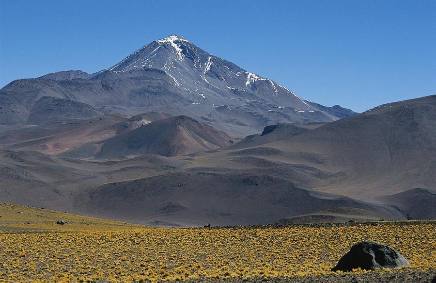 где находится вулкан Льюльяйльяко