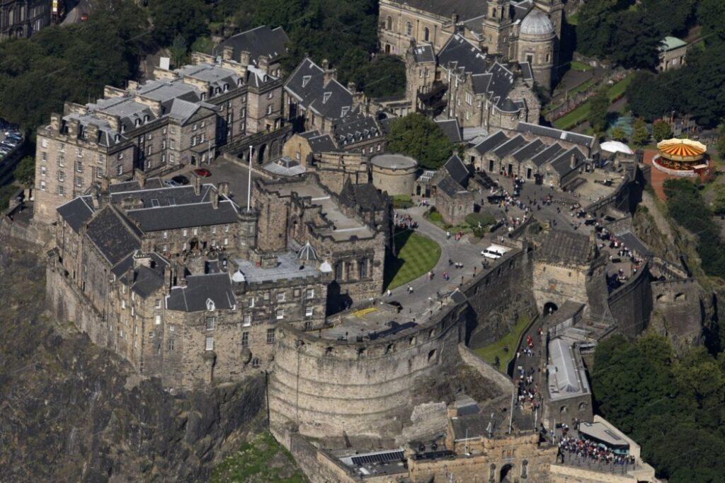 Эдинбургский замок архитектурный стиль