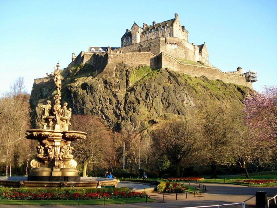 замок в Эдинбурге