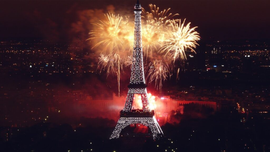 эйфелева башня в Париже фотография