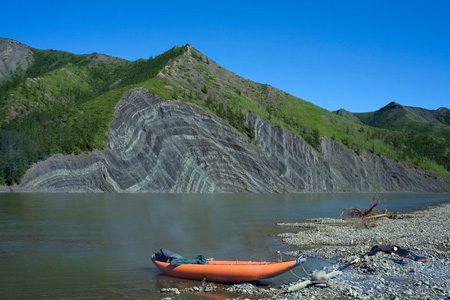 река Индигирка в России