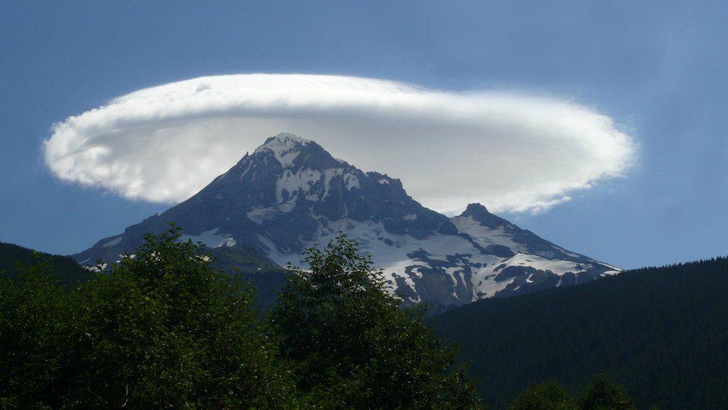 лентикулярные облака на камчатке фото