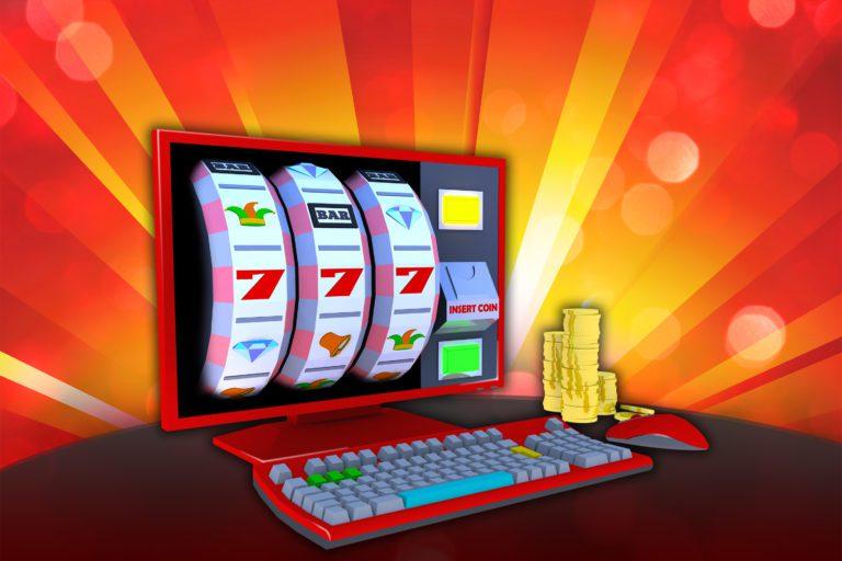 как выглядит игровой автомат и компьютер с монетами